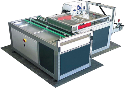 Машинa за поставяне на пластмасов или метален нож MPMK